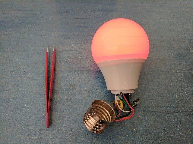 oprava žárovky.jpg