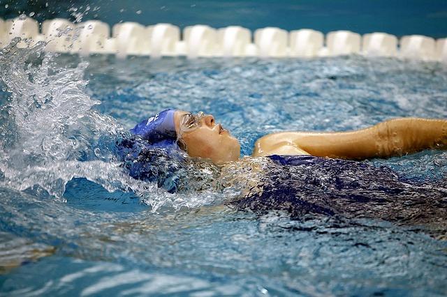závodní plavkyně