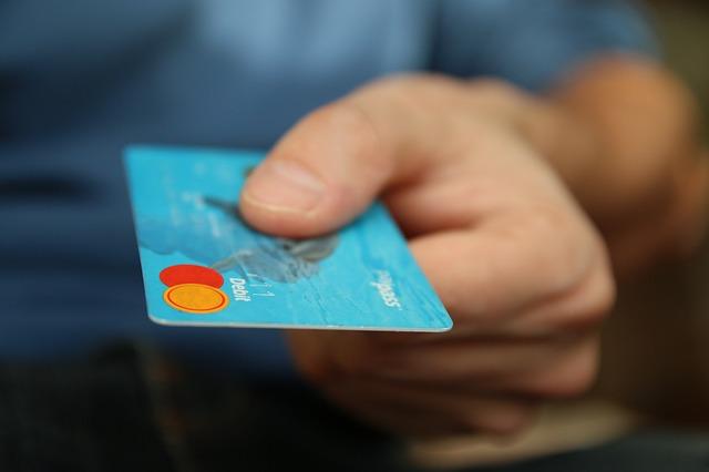 kreditka muže