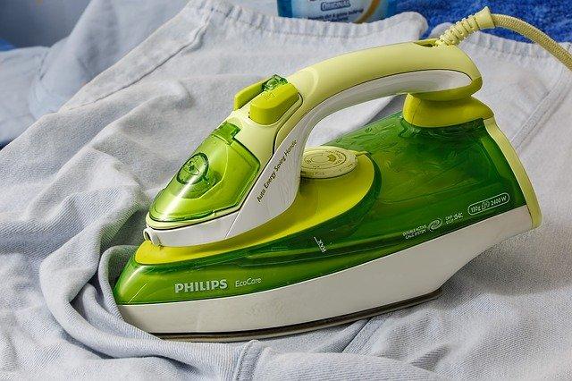 zelená philips žehlička