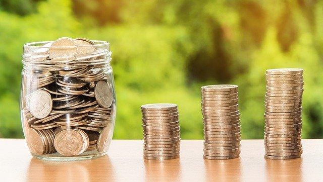 ušetřené peníze ve sklenici