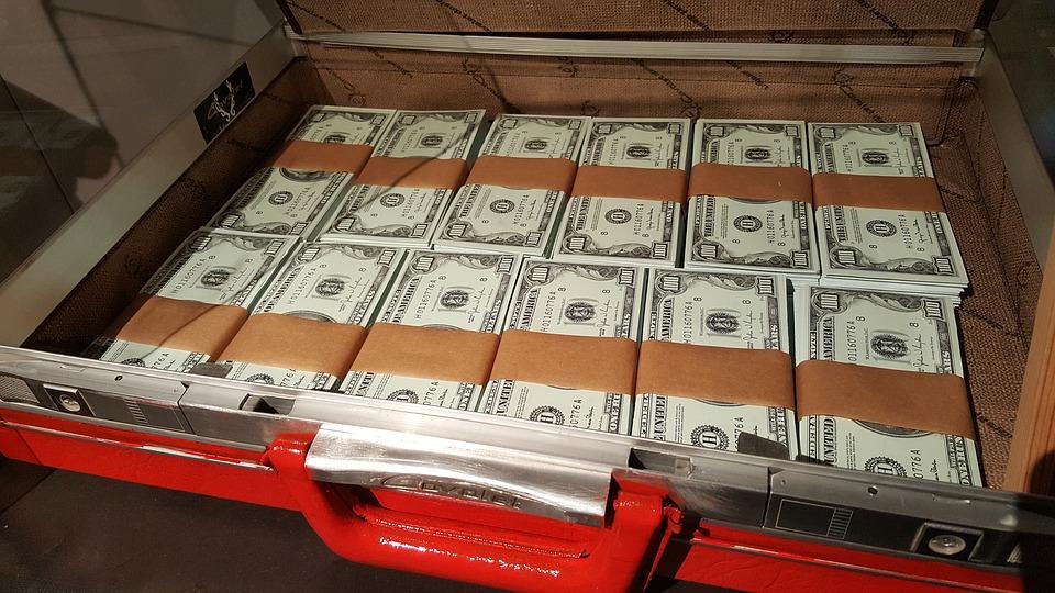 kufr s dolary